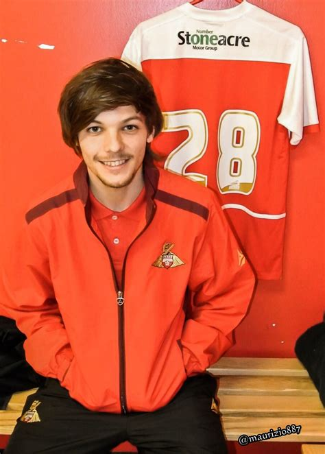 what is louis tomlinson favorite color louis tomlinson one direction photo 36727558 fanpop