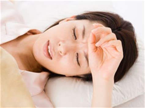sweating in bed too hot to sleep find out the causes of sweating at night