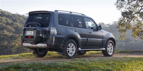 pajero mitsubishi 2015 2015 mitsubishi pajero pricing and specifications photos