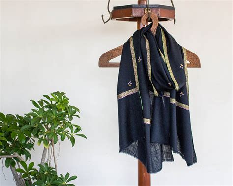 Pashmina Arabia Limited pashmina wool scarf black paisley embroidery border flower motif kop 225 i paar indian