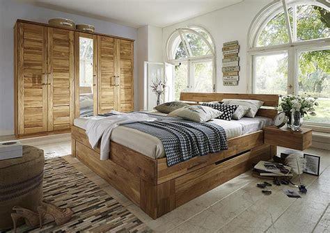 schlafzimmerschrank wildeiche massiv kleiderschrank 2t 252 rig mit 3 schubladen und kranz
