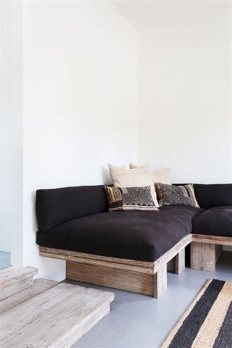 diy lounge sofa 25 best ideas about built in couch on pinterest table
