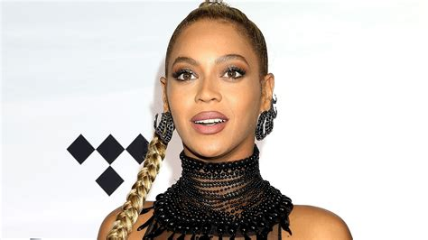 beyonce pregnancy post breaks record for most liked