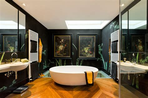 Exemple Salle De Bain 323 by Handprinted Chinoiserie Wallpaper In Interior Design