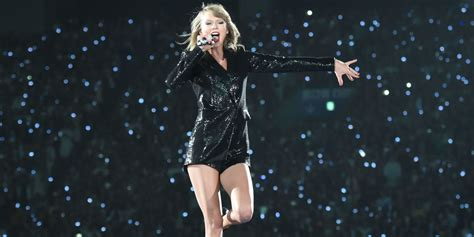 taylor swift cat concert video see all of taylor swift s looks from the 1989 world tour
