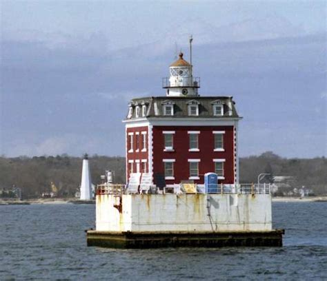 thames river lighthouse three historic lighthouses up for grabs penfield included