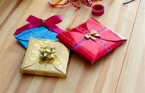 how to wrap a gift in 6 easy steps diy how to make cheap quick and easy gift wrapping in 5