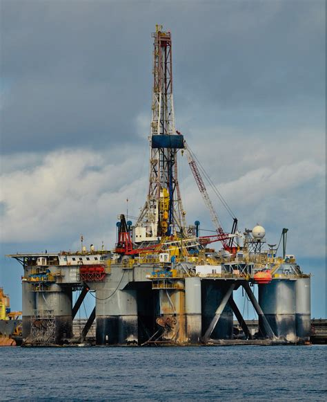file semisubmersible drilling rig jpg wikimedia commons