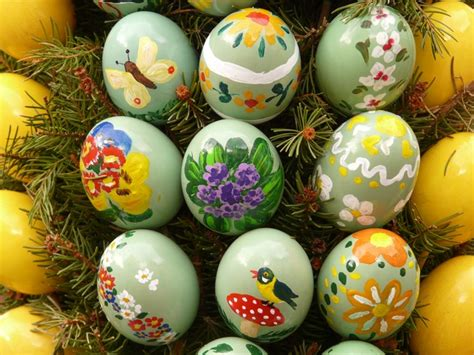 painting easter eggs free pictures easter egg painting 33 images found