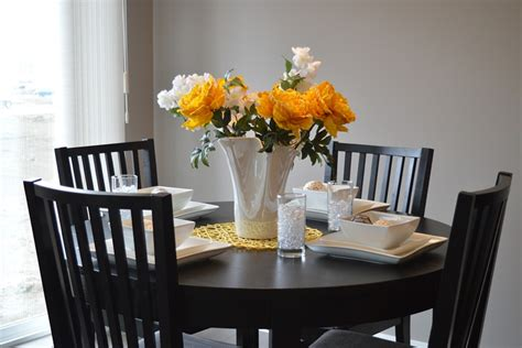 tips  choosing   dining table size
