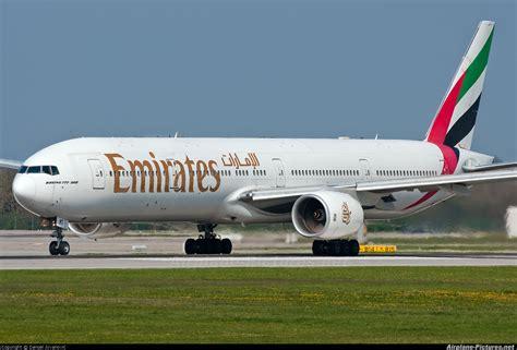 emirates hotline a6 emt emirates airlines boeing 777 300 at munich