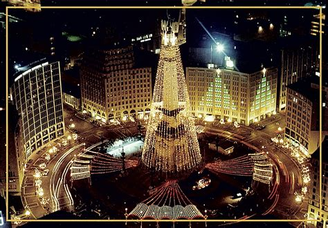 indianapolis monument circle christmas tree indianapolis celebrates photos from indiana