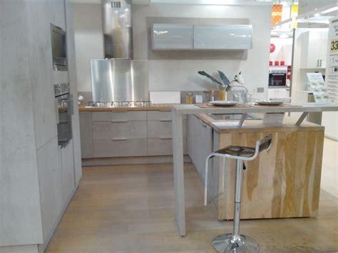 coup de coeur sur cette cuisine d exposition leroy merlin aspect b 233 ton bois brut m 233 tal