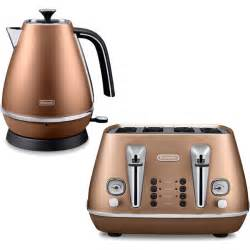Delonghi Black Toaster De Longhi Distinta 4 Slice Toaster And Kettle Bundle