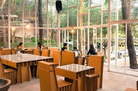 Kursi Cafe Bandung taman kardus spot kuliner baru di bandung yang cocok