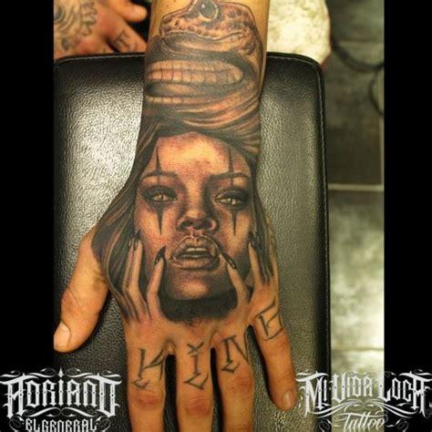 tatuaggio donna serpente