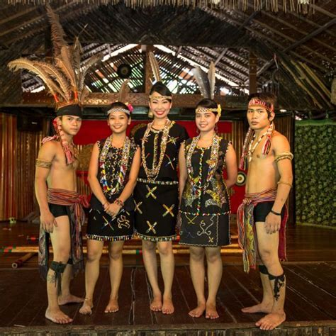 borneo gratica ballet bd109 hitam mengenal 7 rumpun suku dayak di pulau kalimantan