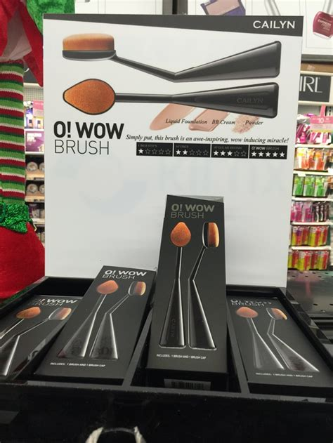 Cailyn O Wow Brush Cailyn Oval Brush cailyn cosmetics o wow brush possible artis brush dupe musings of a muse