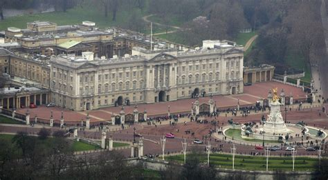when was buckingham palace built man carrying knife at buckingham palace arrested by london