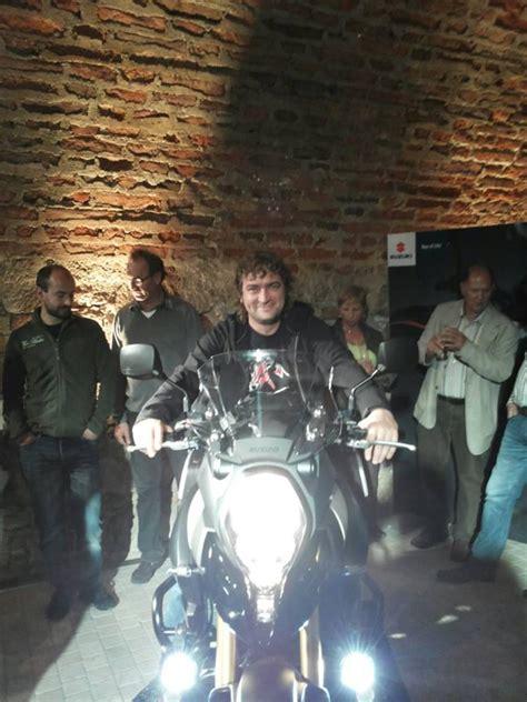 Motorrad Bilder Bei Nacht by V Strom 1000 In Einer Nacht Vorstellung Motorrad Fotos