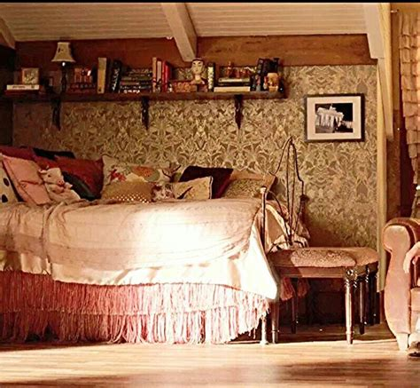 aria montgomery bedroom the 25 best ideas about aria montgomery room on pinterest