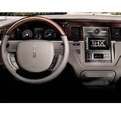 2010 Lincoln Town Car Sedan Signature Limited 4dr Interior