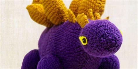 knitted dinosaurs tina barrett just crafty enough project stegosaurus knitted dinosaur