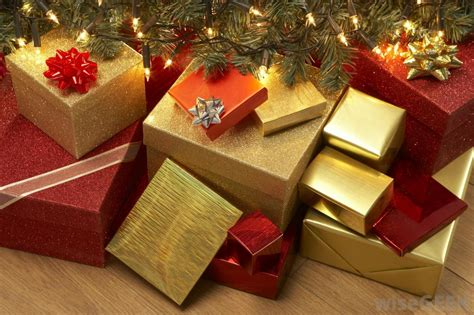 images of christmas gifts under the tree what are the different types of gift wrap with pictures