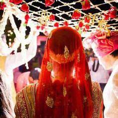 Indian Groom Makes Dramatic Entrance by Mini Lights In The Dupatta Held The During