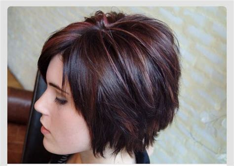 layered bobs with highlights layered bob with cranberry highlights hair pinterest