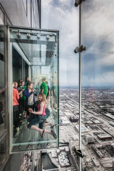 transparent balcony on 103 floor skyscraper the sears