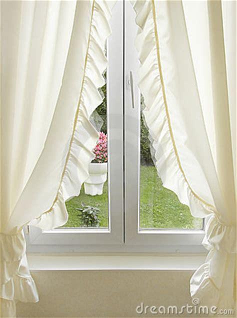 finestra con tenda finestra con le tende immagine stock immagine 6201701