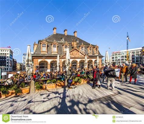 zeil shopping promenade people promenade over the square a frankfurt s hauptwache