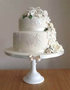 how to make a two tier wedding cake two tier white wedding cake 2 tier wedding cakes