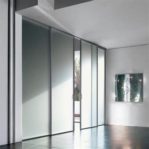 porte scorrevoli a soffitto porta in vetro acidato mitika scorrevole con binario a