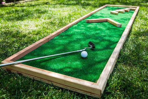 house mini golf how to miniature golf course home family hallmark