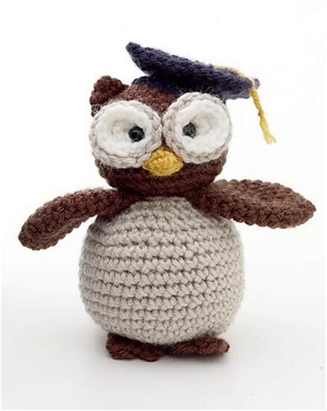Free Crochet Pattern Amigurumi Graduation Owl | 2000 free amigurumi patterns graduation owl