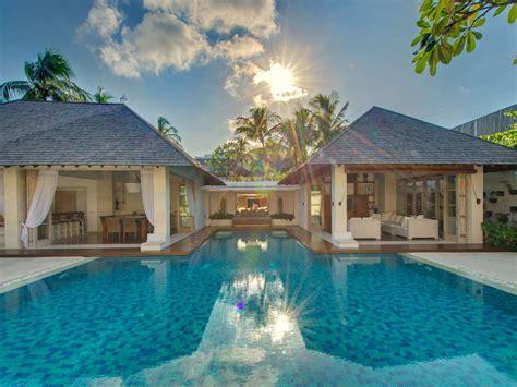 villa   spacious  bedroom seminyak villa  pool