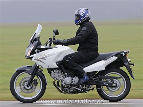 Suzuki V Strom 650 Vs Kawasaki Versys Kawasaki 650 Versys Vs Suzuki Dl 650 V Strom St4pz Jpg