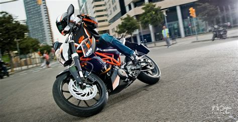 Ktm 390 Duke Mpg Ktm Duke 390 Review Price Specifications Mileage Rating