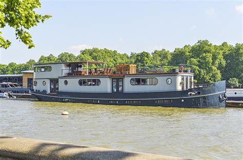 houseboat for rent london houseboat cadogan pier chelsea sw3 163 2 500 000 unique