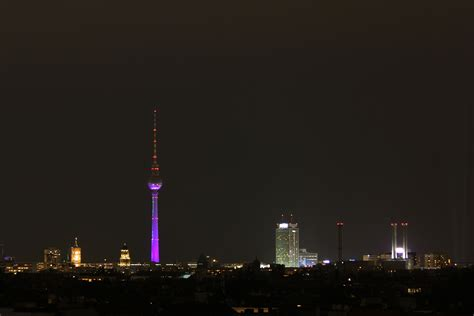 Parking Lights The Berlin Skyline At Night The View From The Neuk 246 Lln