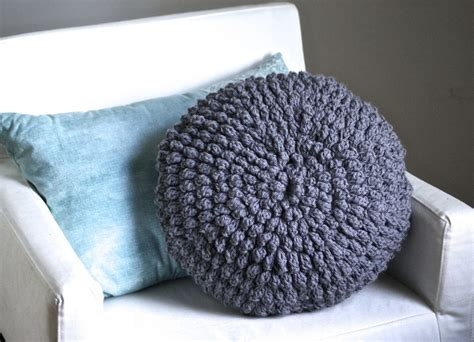 how to puff up pillows diy crochet circle puff pillow pattern six clever