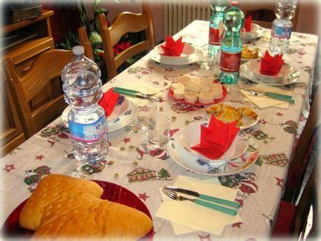 tavoli apparecchiati per natale la tavola di natale paperblog