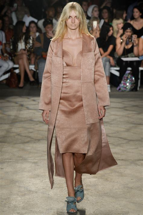 Ss 3356 Dress Pundak Model christian siriano rtw s s 2016 at nyfw runway fashion