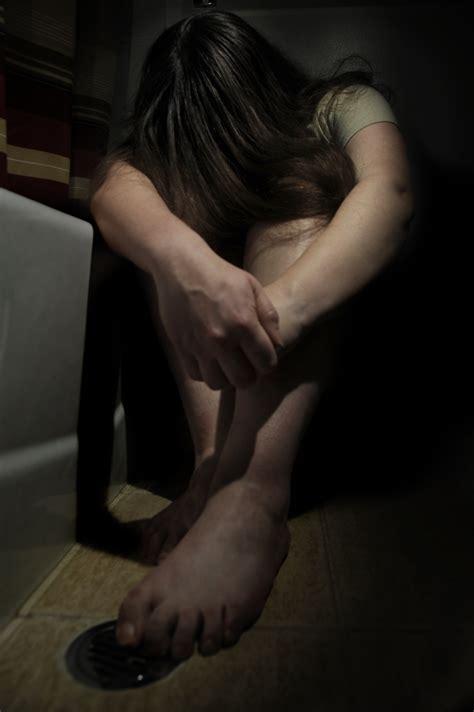 women in bathroom file woman crying in bathroom jpg wikimedia commons