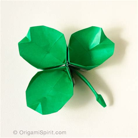 Origami Shamrock - how to make an origami shamrock it s a dish