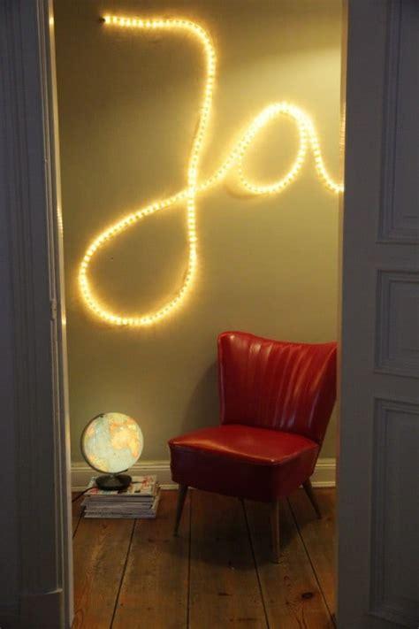 An Die Wand Schreiben by W 246 Rter An Die Wand Schreiben Mit Einem Lichtschlauch