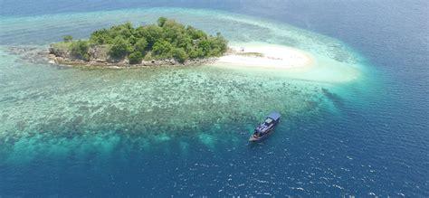 liveaboard indonesia   cruise  komodo national park
