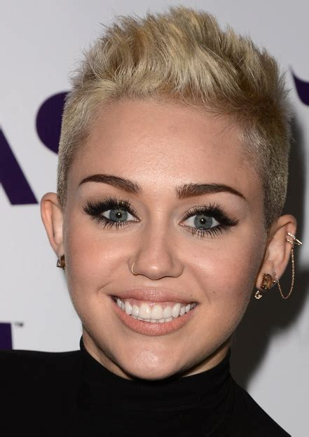 top 9 miley cyrus hairstyles styles at life 2013 miley cyrus pictures with her very short hairstyle